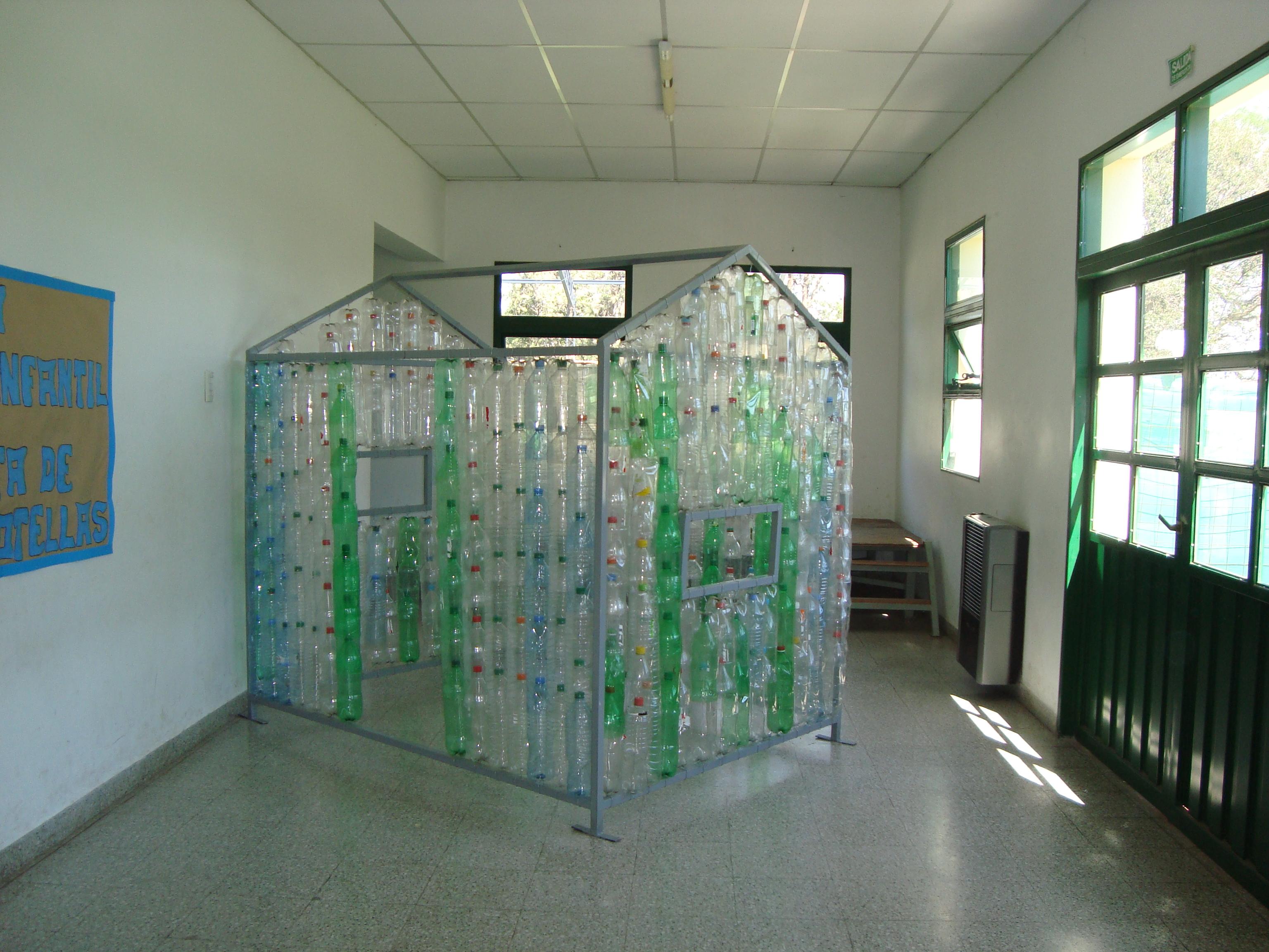 Reutilizar casita de juegos coambiente consultora for Casas de plastico para jardin
